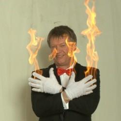 Due fra brændende handsker